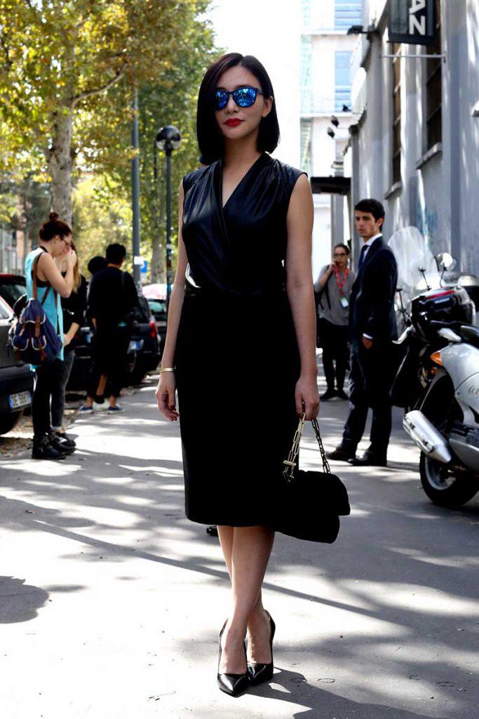 Матовое черное платье