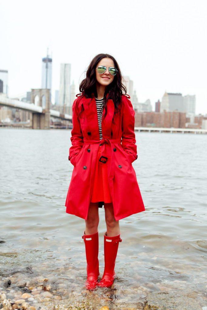 Красное пальто и сапоги