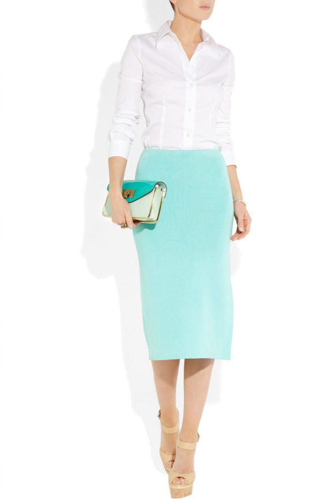 Мятная юбка с белой блузкой