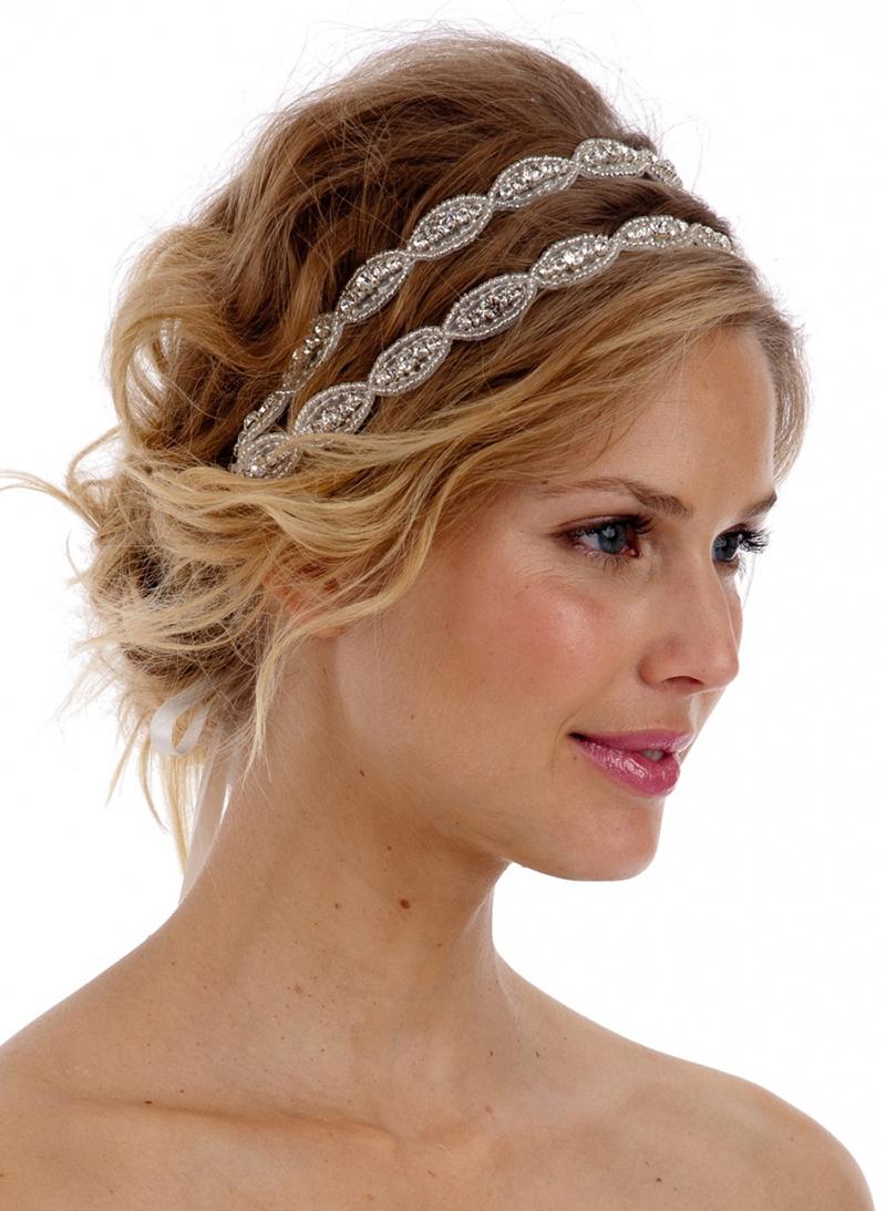 Прическа в греческом стиле на короткие волосы с ободком