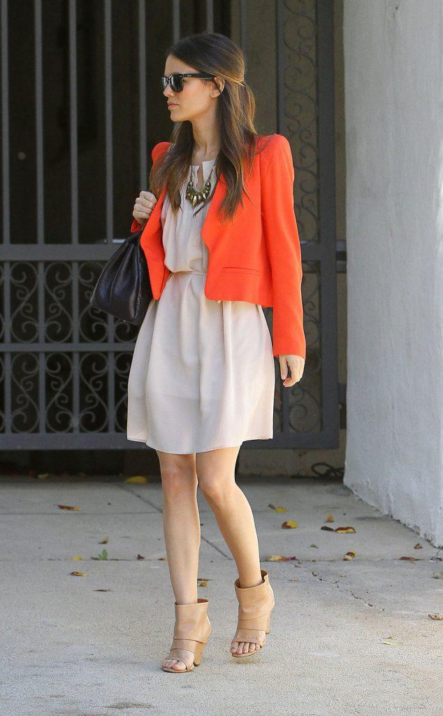 Оранжевый и белый цвета в одежде