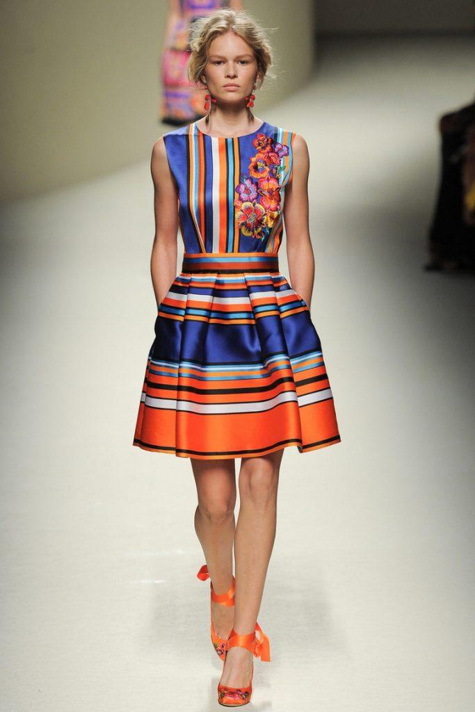 Яркое полосатое платье