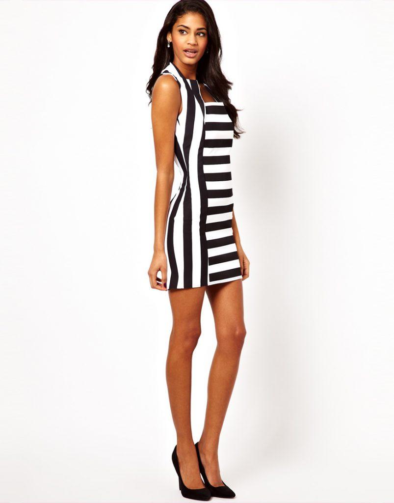 Черно-белое обтягивающее платье в полоску