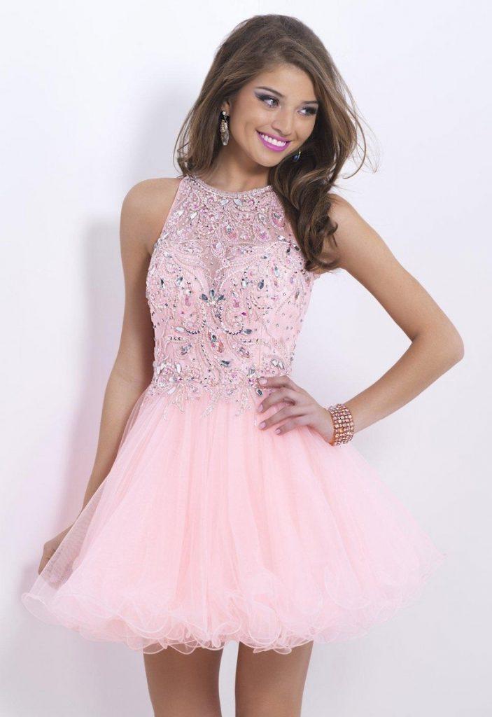 Розовое короткое платье на выпускной