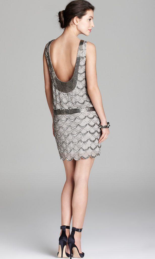 Короткое серебристо-серое платье