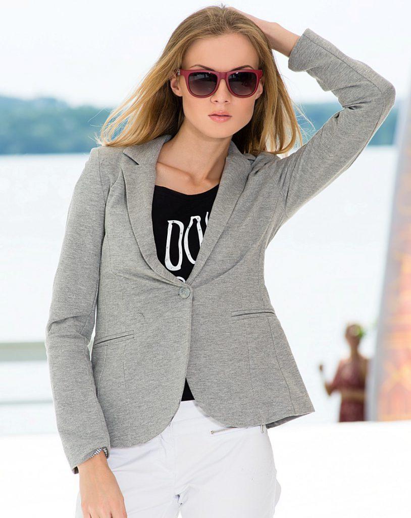 Серый и белый цвета в одежде