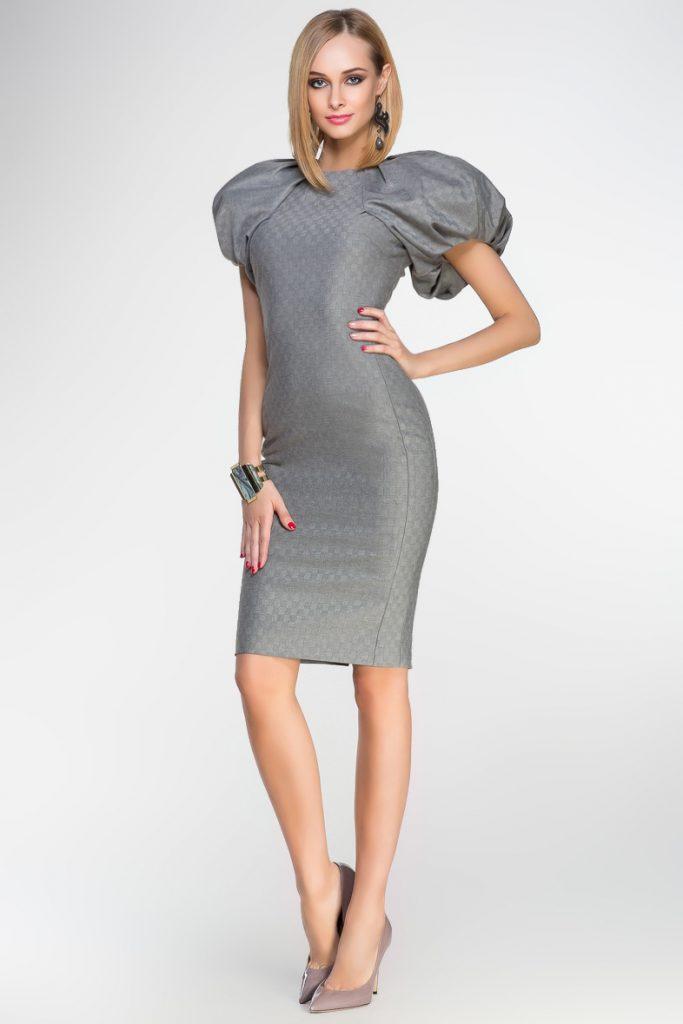 Серое платье с серыми туфлями