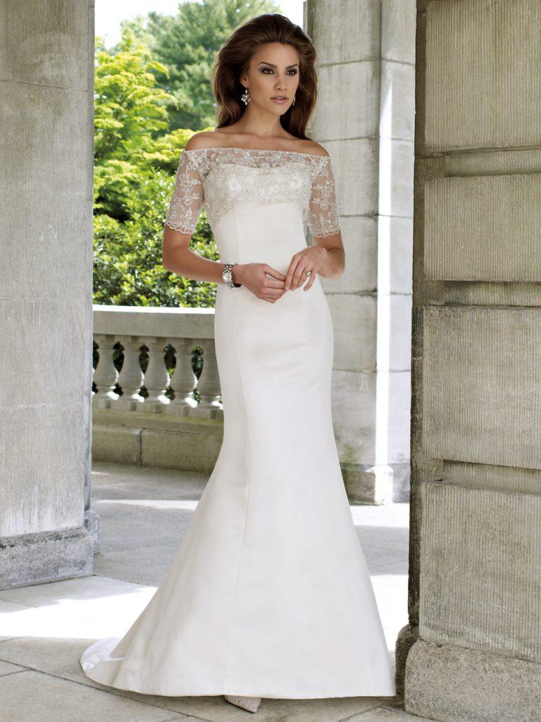 Свадебное платье с рукавами и открытыми плечами