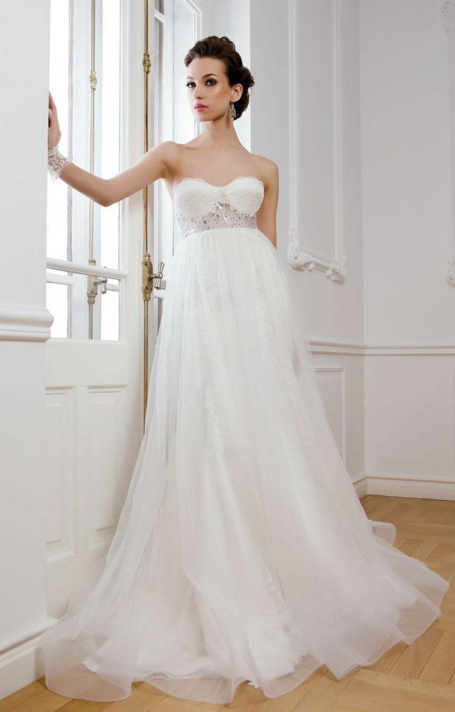 Романтичное свадебное платье с открытыми плечами