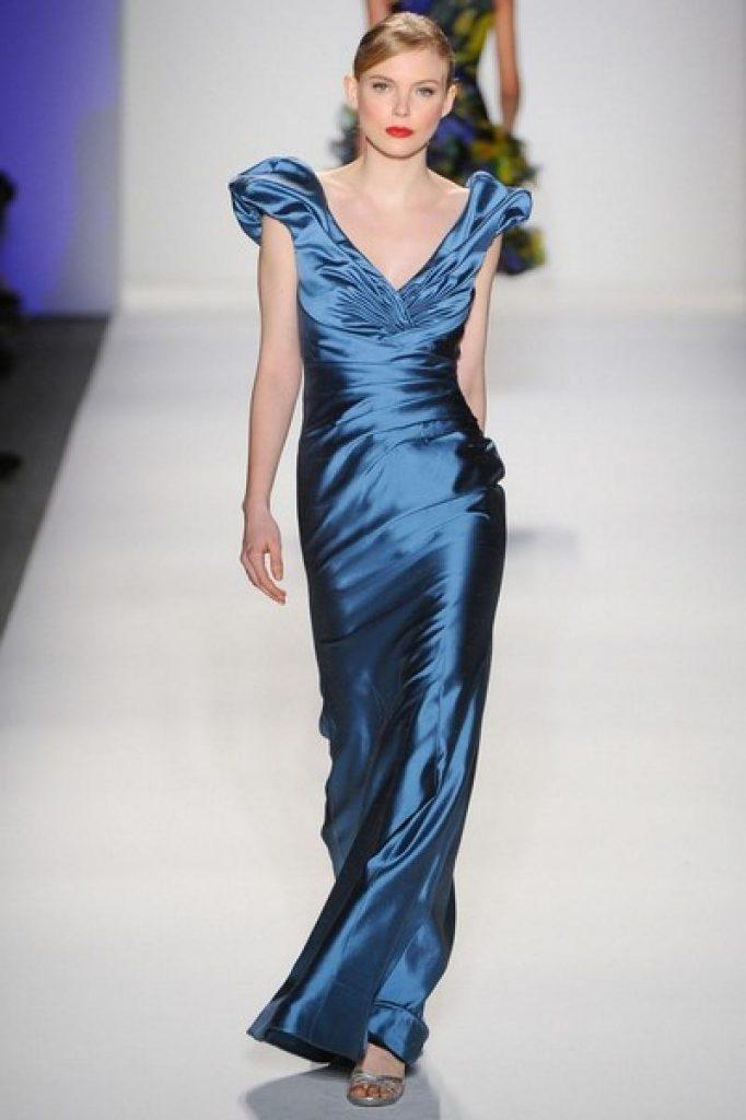Синее блестящее платье для встречи 2017 года Огненного Петуха