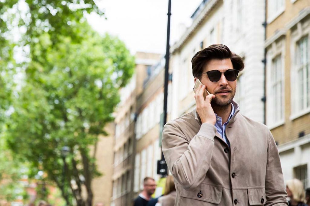 Серая мужская замшевая куртка