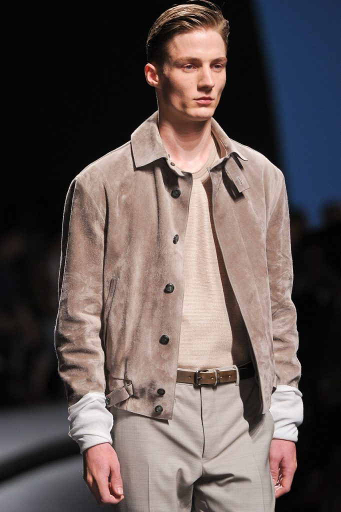 Кремовая мужская куртка из замши
