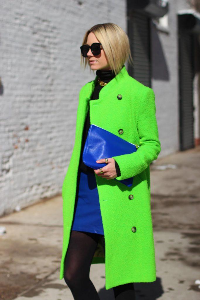 Ярко-зеленое пальто