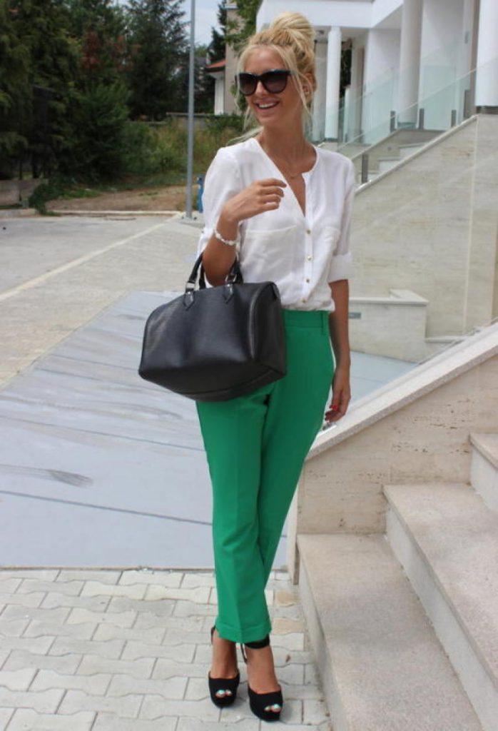 Сочетание зеленого с белым в одежде