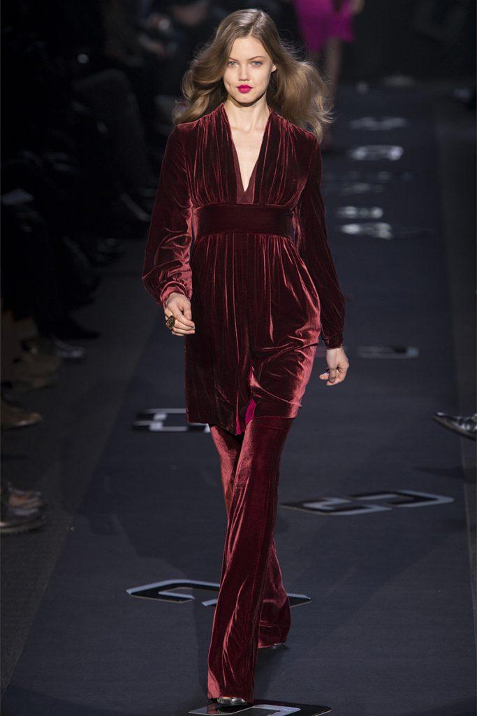 Красный бархатный костюм
