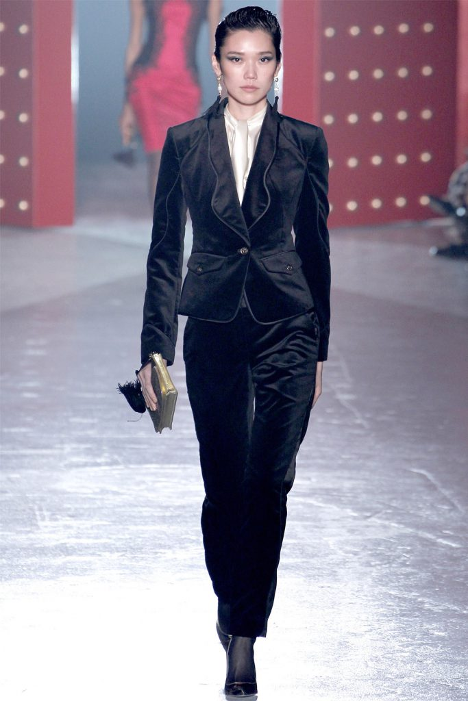Черный женский бархатный костюм