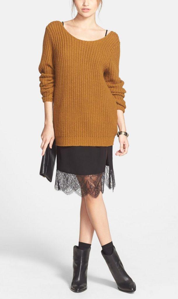 Черное платье в бельевом стиле со свитером