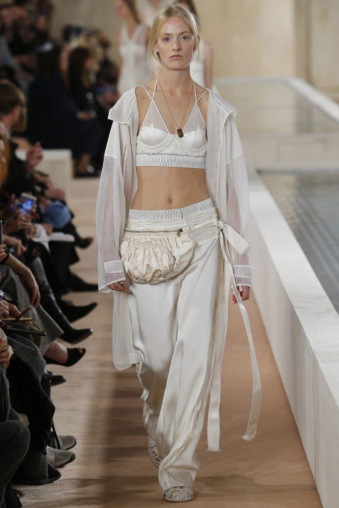 Женский костюм в бельевом стиле