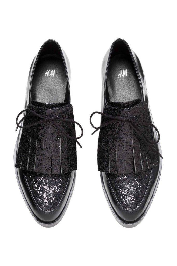 Блестящие черные туфли на низком каблуке