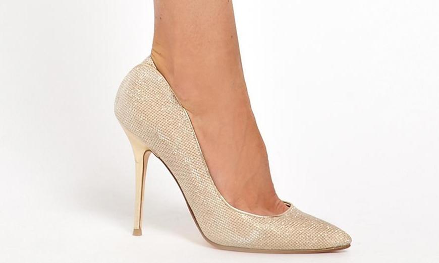 Стильные блестящие туфли