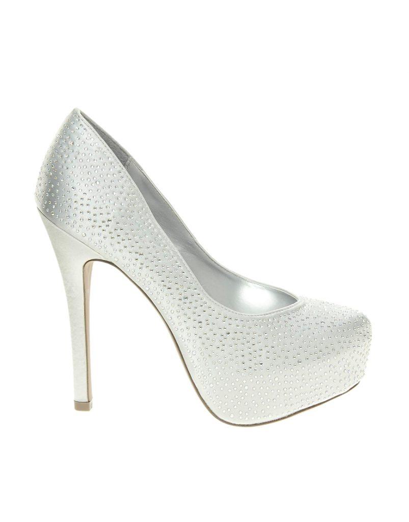 Белые блестящие туфли со стразами