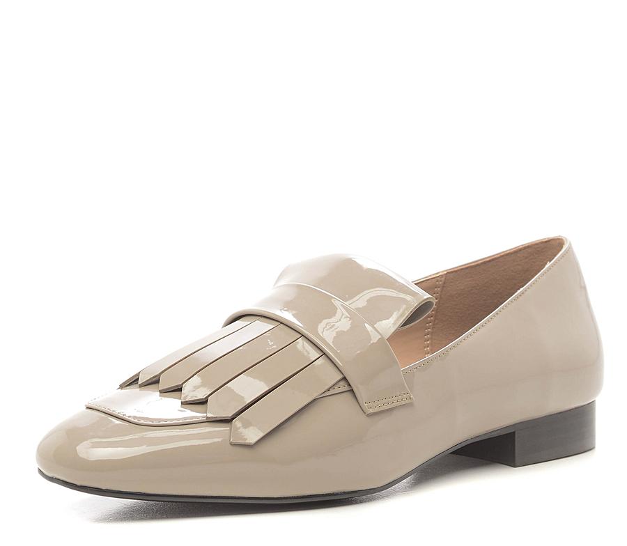 Блестящие лаковые туфли на низком каблуке