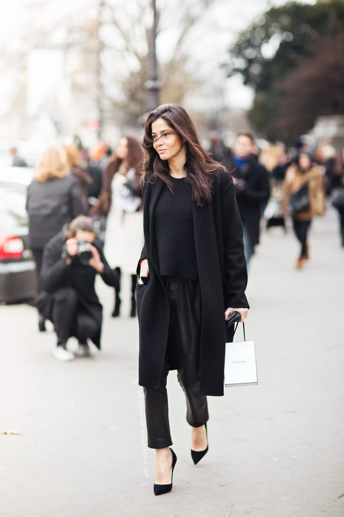Модное черное женское пальто