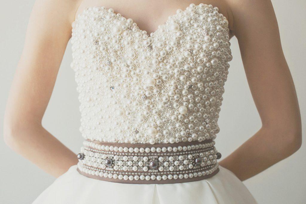 Украшение платья бусинами и камнями