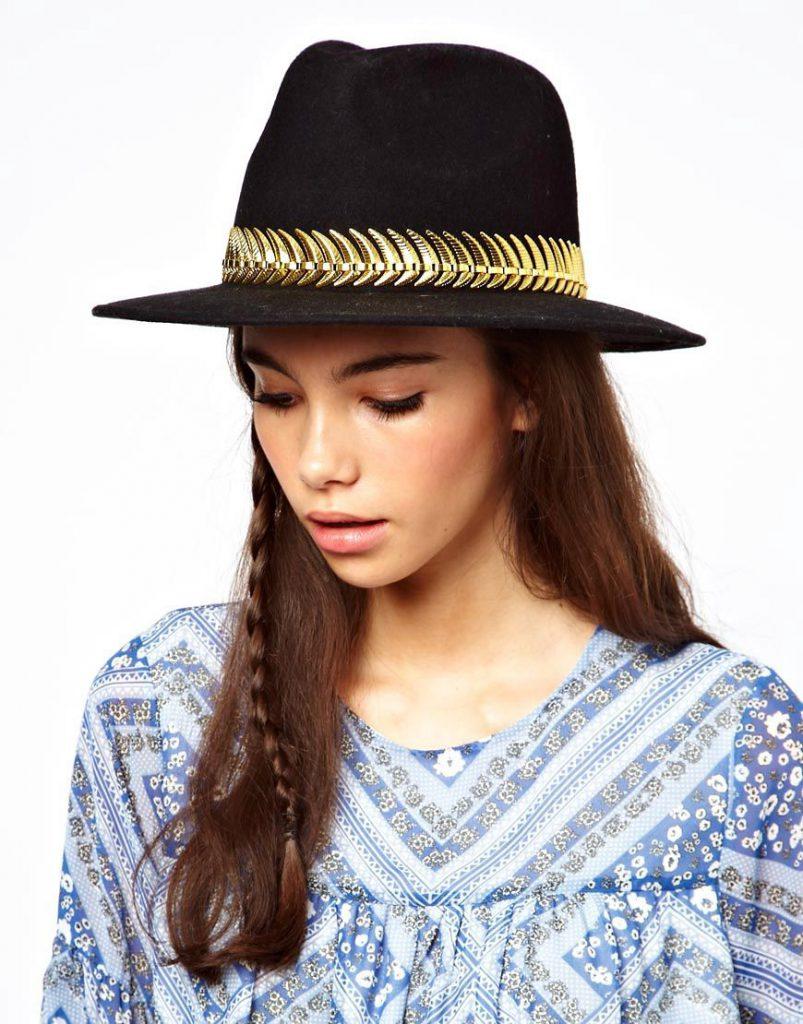 Черная фетровая шляпа с золотистой цепочкой
