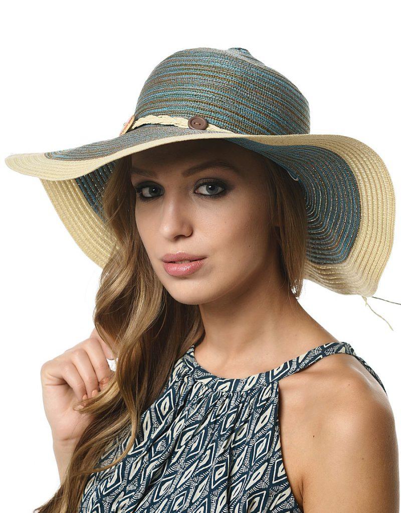 Шляпа с косичкой и пуговицами