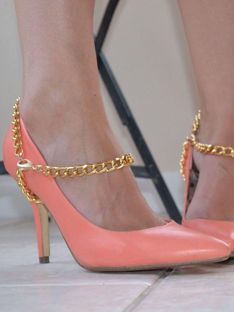 Украшение туфель цепочкой