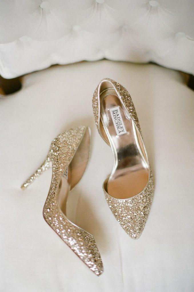 Золотые туфли со стразами
