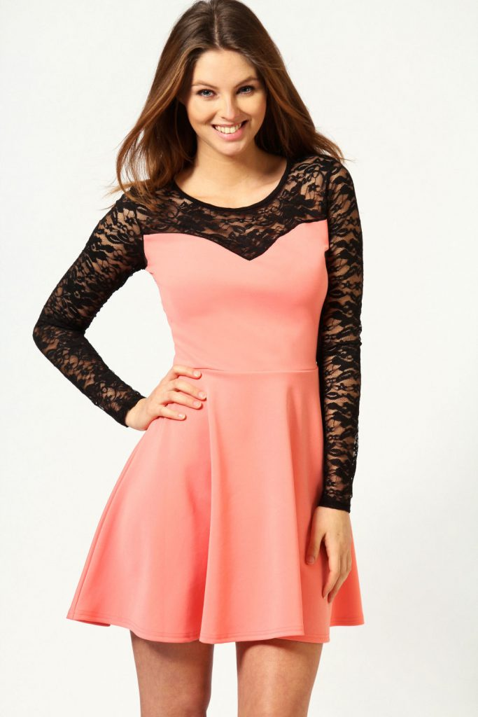 Кораллово-черное платье