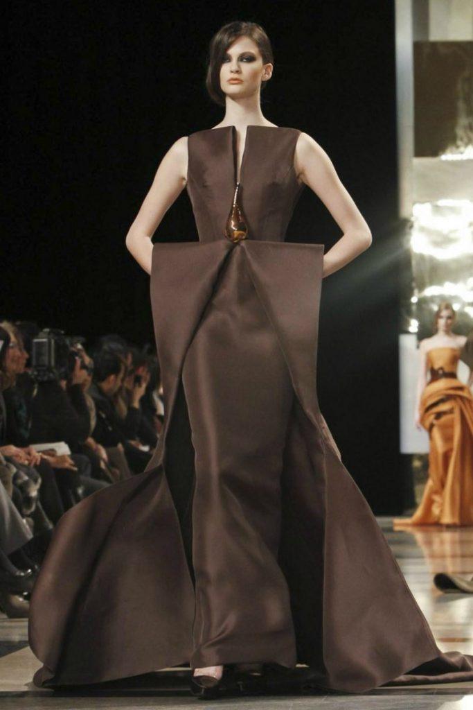 Тёмно-коричневое вечернее платье