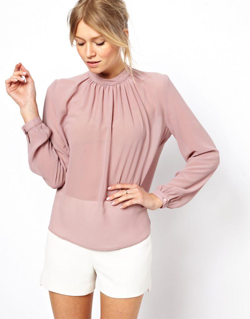 Розовая блузка с длинным рукавом