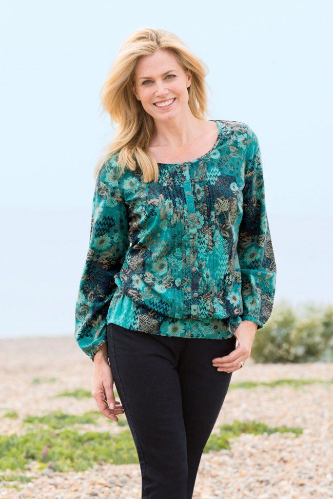 Зеленая блузка для полной женщины