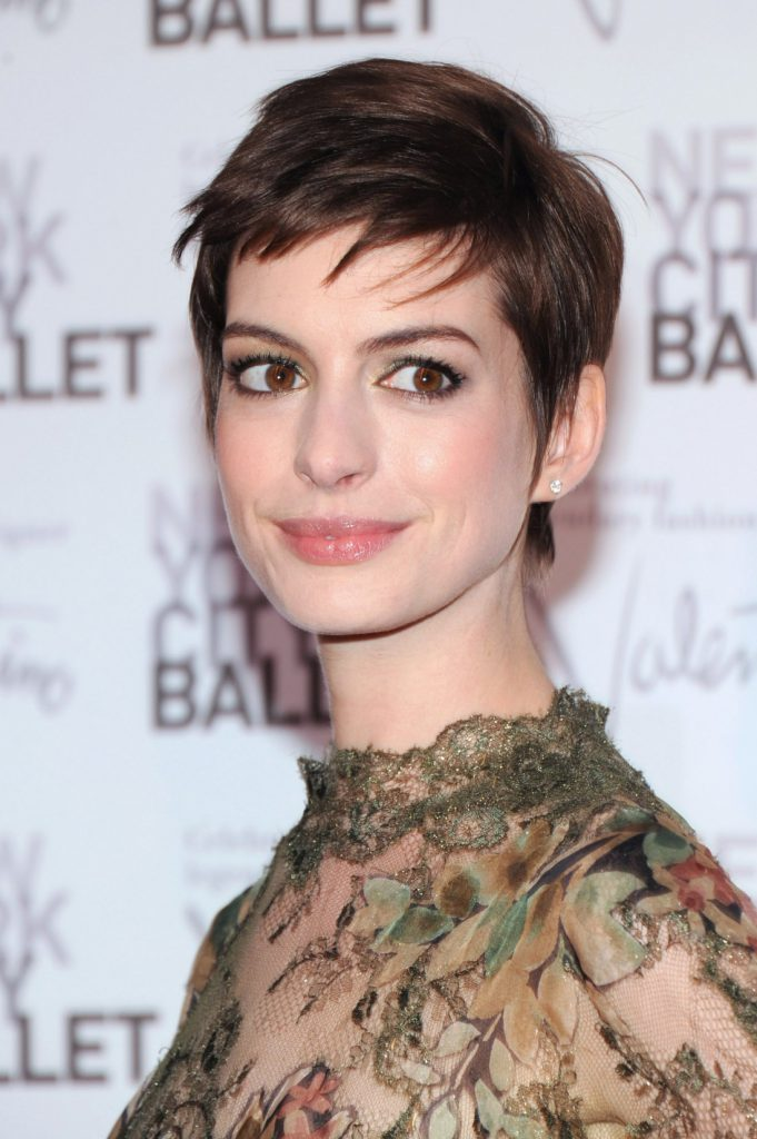 Короткая стрижка на темные волосы для женщины 30 лет