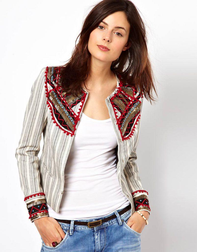Женский жакет в полоску с яркой вышивкой