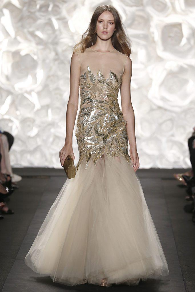 Кремовое свадебное платье с пайетками