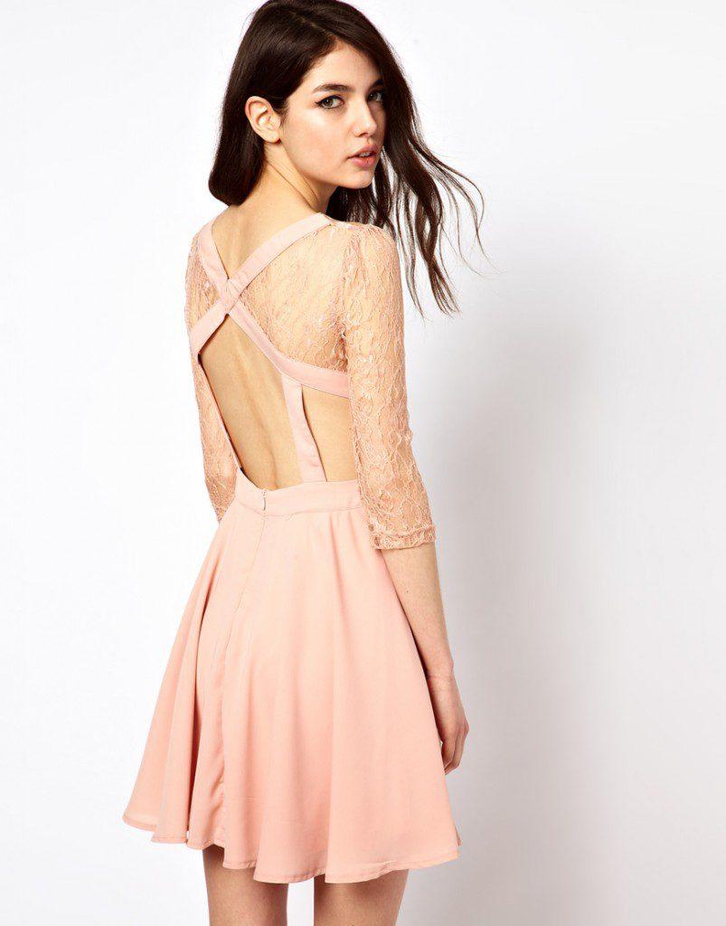 Бледно-розовое платье