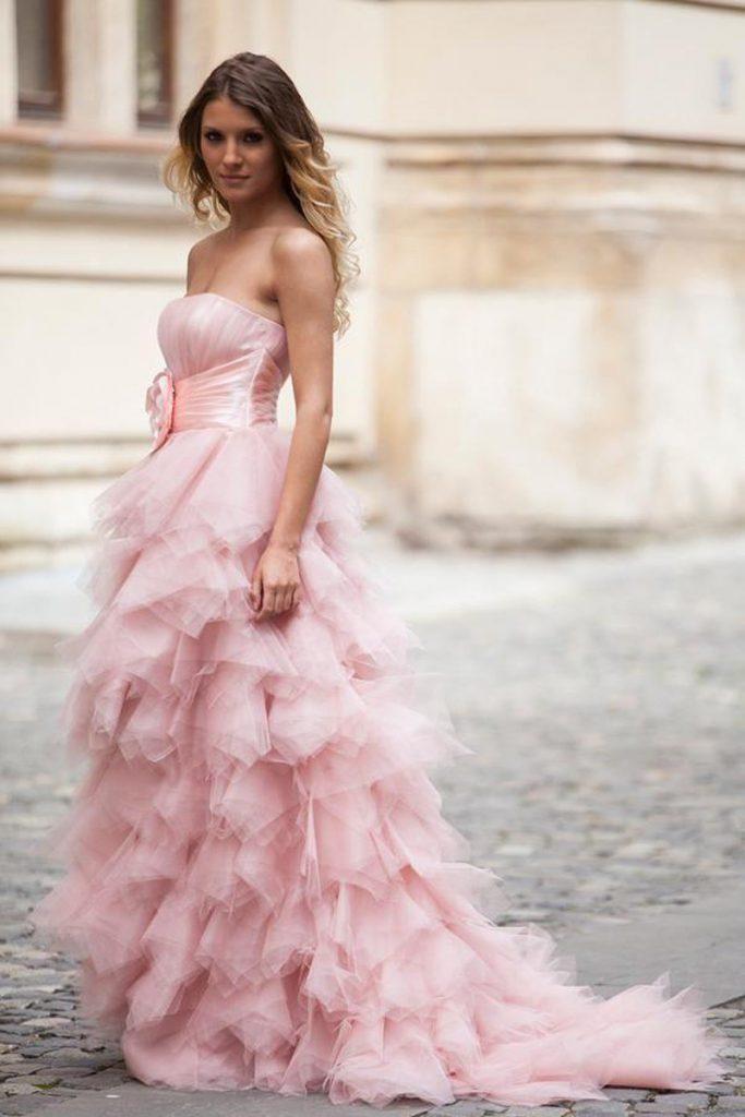 Розовое свадебное платье с пышным подолом