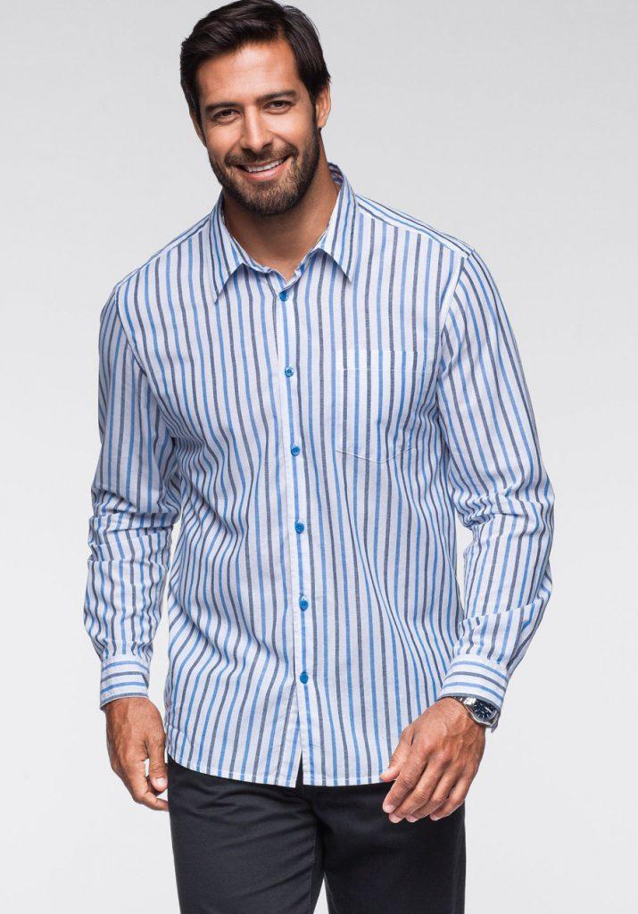 Мужская белая рубашка в черно-синюю полоску с черными брюками
