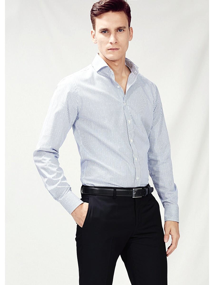 d2e1e6034ec ... Мужская черно-белая рубашка в полоску с черными брюками ...