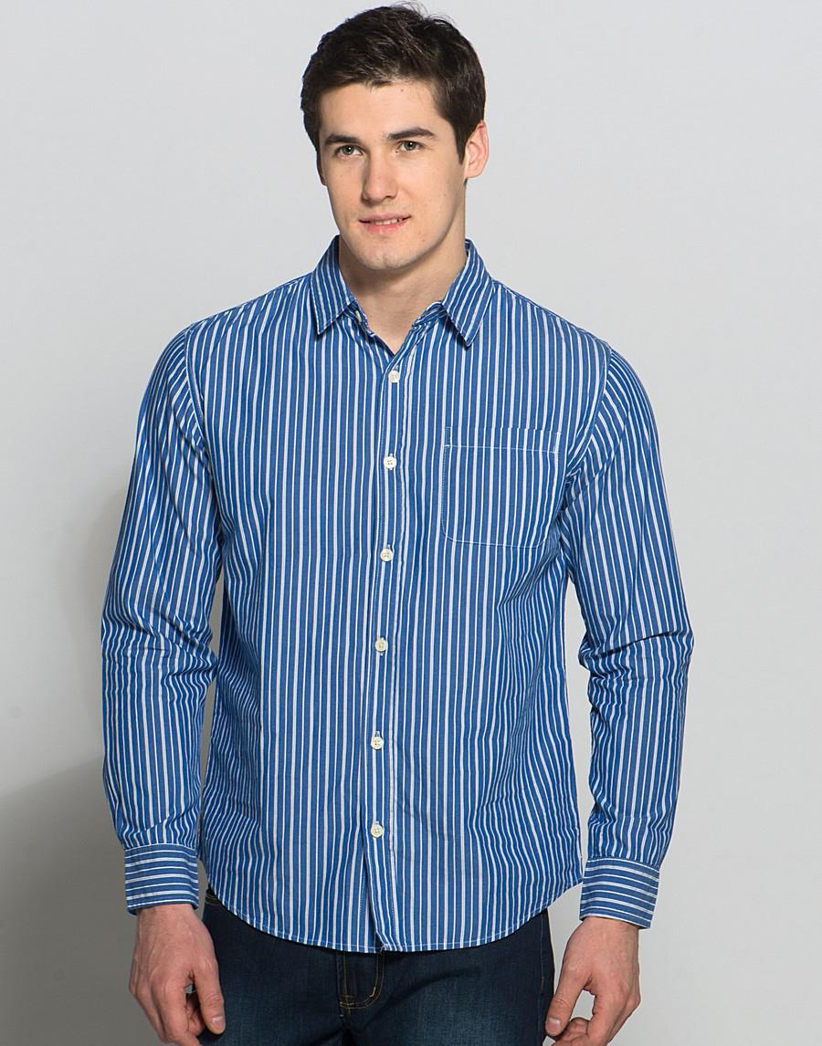 6bb4b5a2ad6 Мужская сине-белая рубашка в полоску с джинсами ...