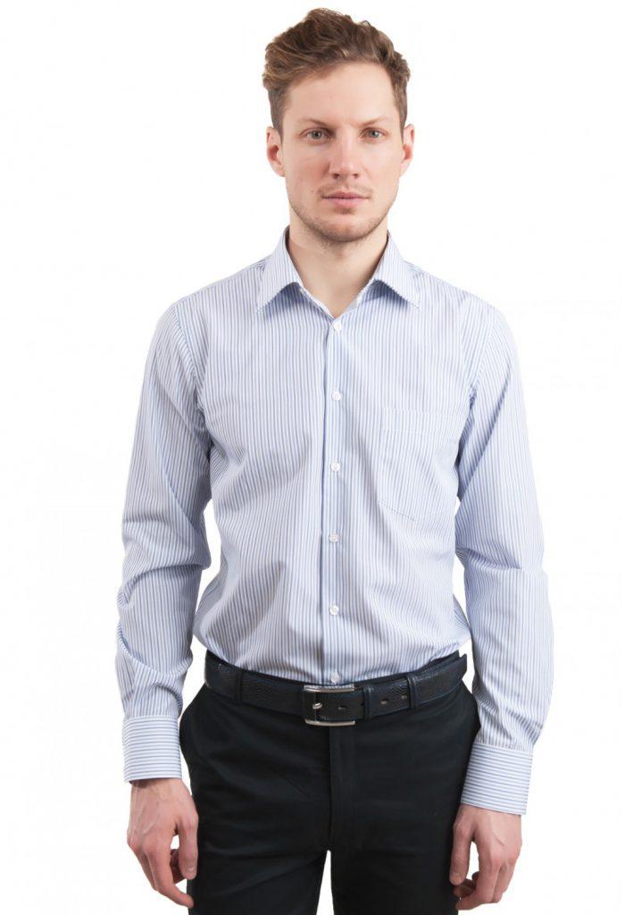 Полосатая мужская рубашка с черными брюками