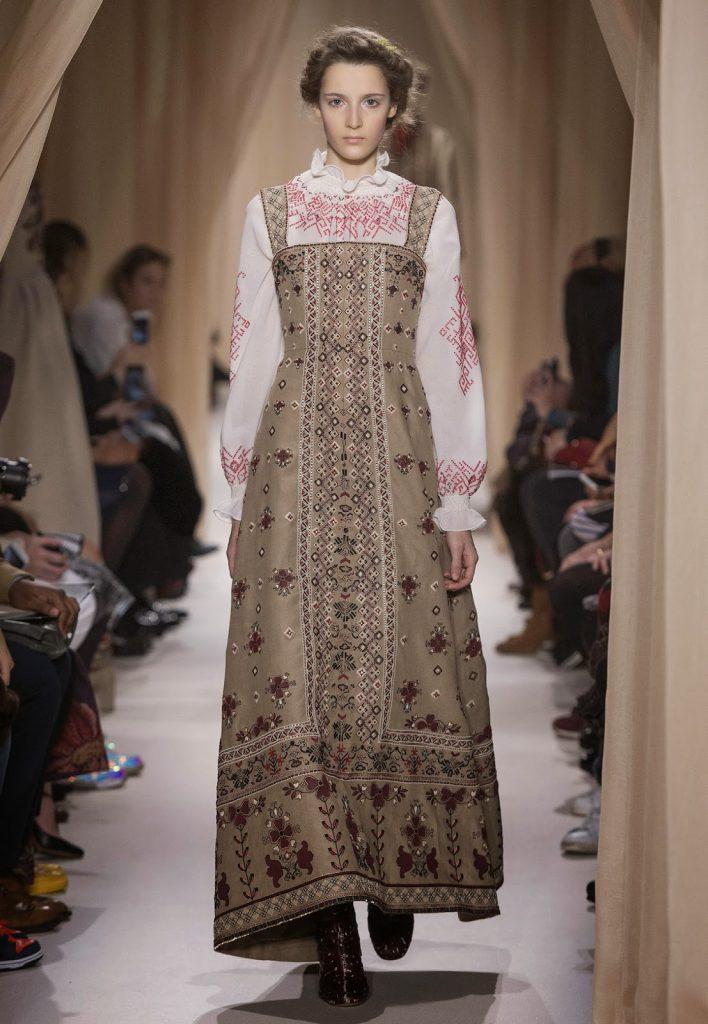 Кремовое платье в русском стиле