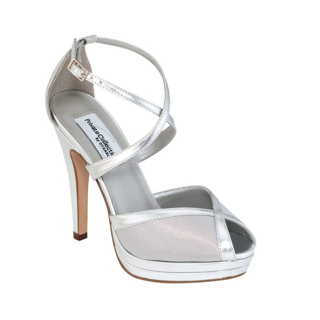 Красивые серебристые туфли