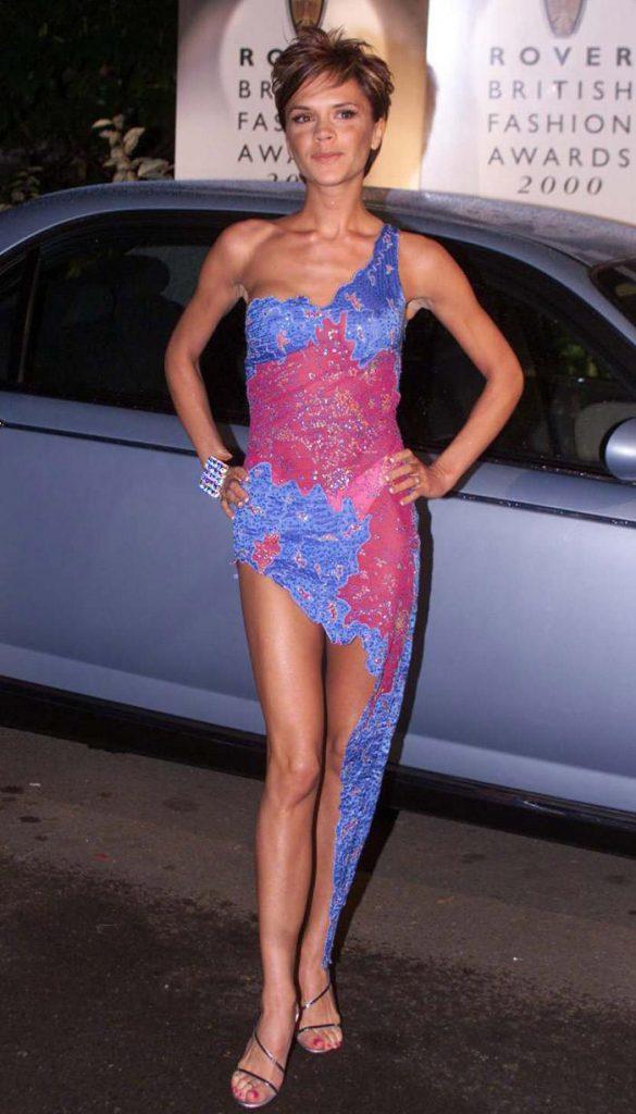 Сине-розовое платье Виктории Бекхэм