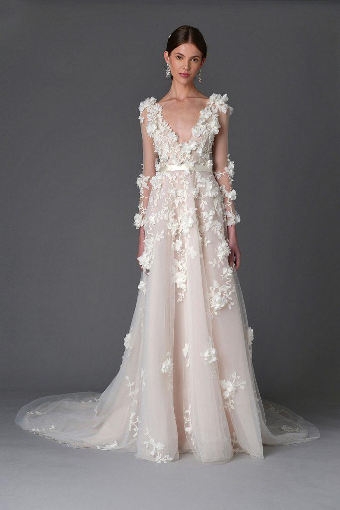 Розовое свадебное платье с цветами в стиле бохо