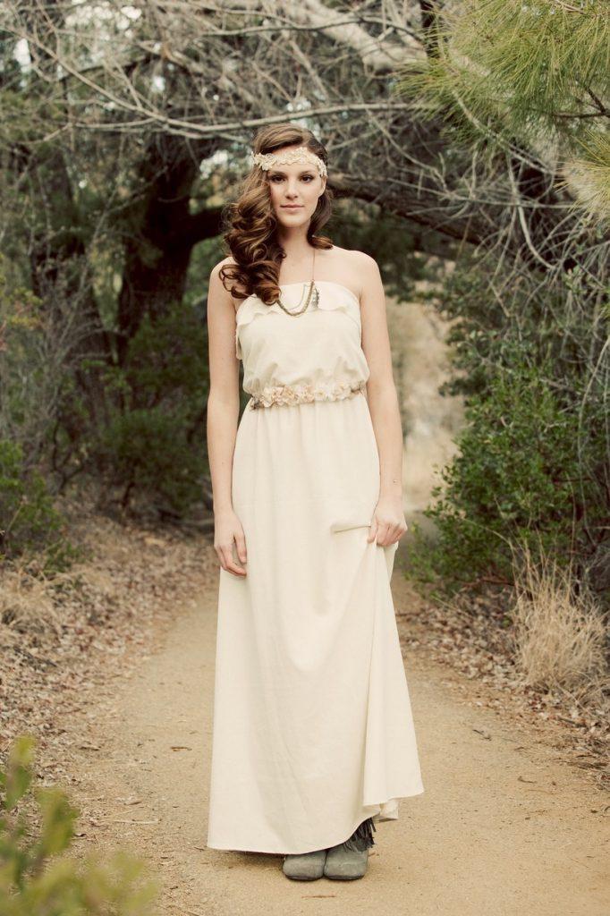 Бежевое свадебное платье в стиле бохо